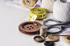 Fije para los accesorios de costura manuales Foto de archivo libre de regalías
