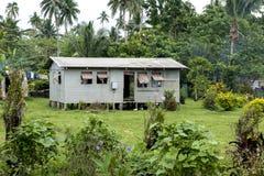 Fijiam hus och trädgård arkivfoton