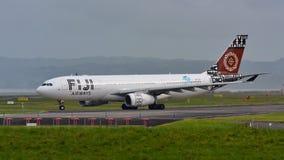 Fijianskt flygplan för flygbolagflygbuss som A330 åker taxi på Auckland den internationella flygplatsen Arkivfoto