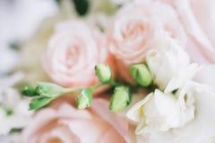 Fijn kunst bruids boeket in natuurlijk licht Stock Afbeelding