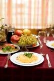 Fijne lijst die in gastronomisch restaurant plaatst royalty-vrije stock foto