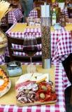 Fijne vleeswaren bij Italiaans restaurant Royalty-vrije Stock Afbeeldingen