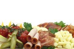 Fijne vleeswaren. Vlees, kaas en groenten stock foto