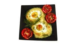 Fijngestampte aardappel met gebraden eieren Stock Afbeeldingen