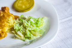 Fijngestampte aardappels, de plakken van het jus polytoe vlees van gebraden vlees Salade van Chinese kool Royalty-vrije Stock Foto