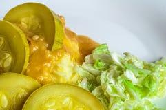 Fijngestampte aardappels, de plakken van het jus polytoe vlees van gebraden vlees Salade van Chinese kool Royalty-vrije Stock Foto's