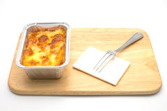 Fijngestampte aardappels en vork op houten dienblad Stock Fotografie