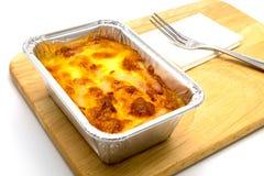 Fijngestampte aardappels en vork op houten dienblad Stock Foto's