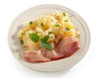 Fijngestampte Aardappels met bacon stock foto