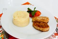 Fijngestampte aardappels met een kotelet Royalty-vrije Stock Afbeelding