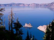 Fikcyjny wyspy Krater jezioro Zdjęcia Royalty Free