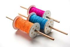 Fikri /Reel/Chakri /Spool avec le fil ou le manjha coloré ou manja pour le vol de cerf-volant Photographie stock