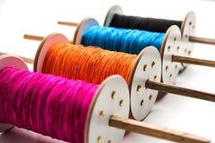 Fikri /Reel/Chakri /Spool avec le fil ou le manjha coloré ou manja pour le vol de cerf-volant Photographie stock libre de droits