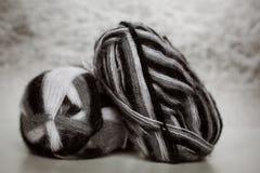 Filète la boule pour le tricotage Photos stock