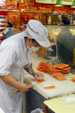 Filé för rå fisk för kvinnajordbruksprodukter Royaltyfria Bilder