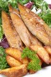 filéer grillade rökta wedges för mackerel potatis fotografering för bildbyråer
