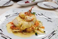 Filén för piksittpinnen med scampi, basmati ris bräserade grönsaker Royaltyfri Bild
