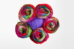 Fil à tricoter coloré Photos stock