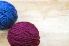 Fil à tricoter dans des boucles Photos stock