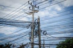 Fil électrique dans le poteau Image libre de droits