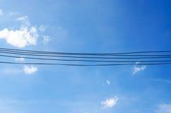 Fil électrique et beau ciel Photographie stock