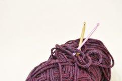 Fil avec des crochets de crochet Photographie stock