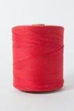 Fil blanc d'isolement sur le fond blanc Corde, laine, objet fait main fait maison de tricotage Photographie stock