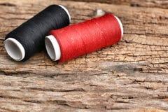 Fil coloré de bobines Photo libre de droits