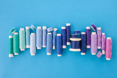 Fil coloré pour la couture Images libres de droits