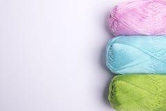 Fil coloré pour le tricotage Photos libres de droits