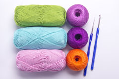 Fil coloré pour le tricotage Photographie stock