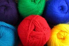 Fil coloré pour le tricotage Photographie stock libre de droits