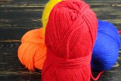 Fil coloré pour le tricotage Photo stock