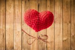 Fil de coeur d'amour sur le bâton en bois Photo libre de droits
