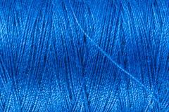 Fil de couture bleu Photos stock