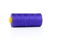 Fil de couture bleu-foncé Image stock