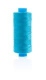 Fil de couture bleu sur la bobine Images libres de droits
