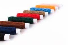 Fil de couture coloré de bobine Images libres de droits