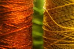 Fil de couture orange et jaune Photo libre de droits