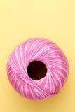 Fil de couture rose Photographie stock
