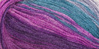 Fil de fond pour le tricotage Modèle de tricotage de laine colorée de fil Photo libre de droits