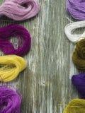 Fil de laine pour la broderie Photos stock