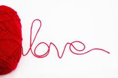 Fil de laines avec la lettre d'amour Photographie stock libre de droits