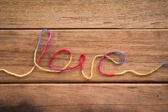 Fil doux de forme de mot d'amour pour épouser et valentine Images stock