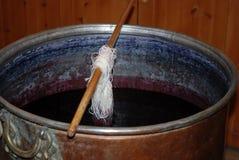 Fil en soie teint avec la couleur photo stock