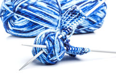 Fil et aiguilles bleus Photo libre de droits
