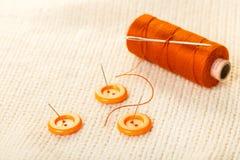 Fil et boutons colorés Image libre de droits