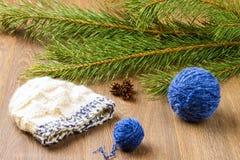 Fil et chapeau de tricotage Image stock