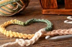 Fil et crochet de crochet photos libres de droits
