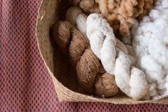 Fil fait main de la fleur de coton Le coton est un St mou et pelucheux Image stock